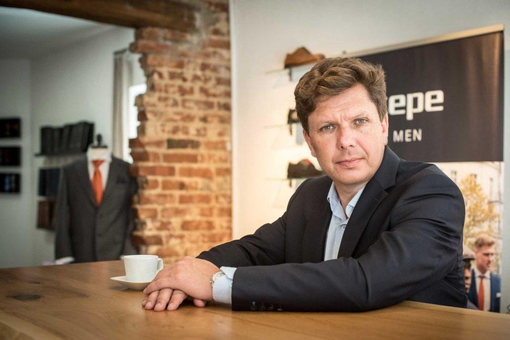 Rolf Neijman fragt: Wie bunt darf Mann im Business-Outfit sein?